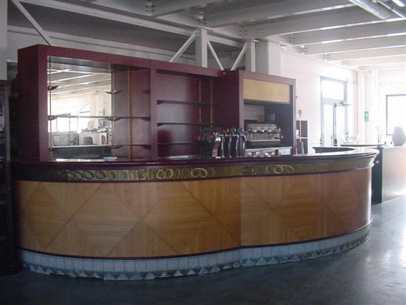 Attrezzature arredi ristorazione for Bancone bar usato