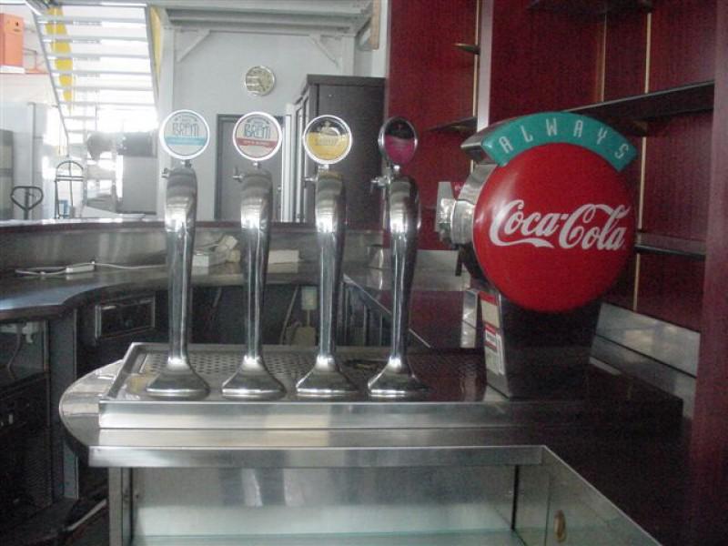 Attrezzature arredi ristorazione for Usato bancone bar